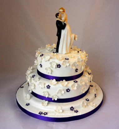 sweet cake that I hope is at this wedding we are all totally invited to